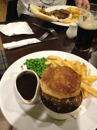 Hunley Hotel and Golf Club : Lovely Steak Pie!