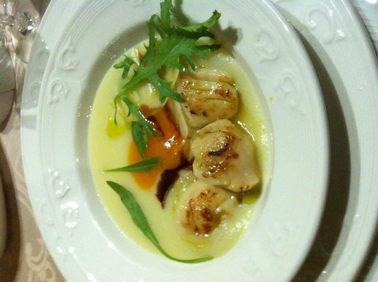 Restaurante Goya: The scallop starter, tasty.