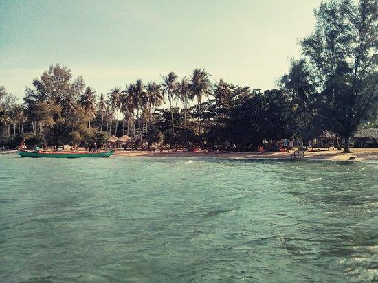 Koh Tonsay (Rabbit Island): The main beach from the sea