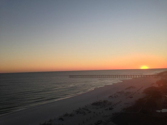 Hilton Pensacola Beach: Sunset from 9th floor balcony