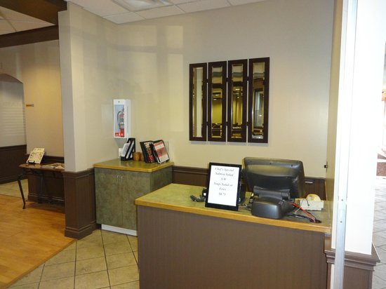 Sands Inn & Suites: Restaurant Hostess Area