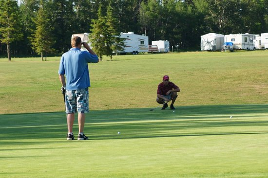 Whitemud Creek Golf & RV Resort: Golf course is no longer open