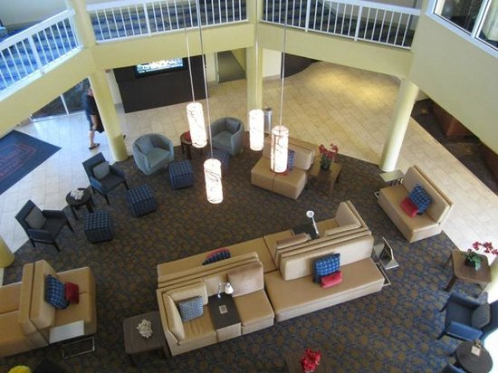 Courtyard by Marriott Key Largo: Looking down to the lobby from the 3rd floor