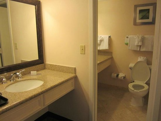 Courtyard Key Largo: Bathroom area - with 2 sinks.  Clean and functional