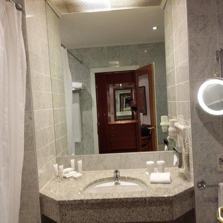 Hotel Baltschug Kempinski Moscow : Bathroom