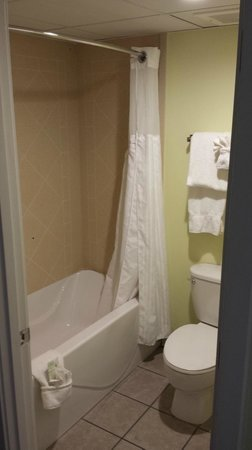 Springmaid Oceanfront Resort Myrtle Beach : Shower and Toilet, nice but tight space