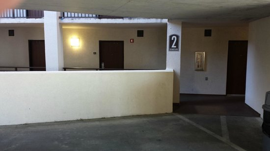 Springmaid Oceanfront Resort Myrtle Beach: Some rooms directly in front of parking deck, security issue