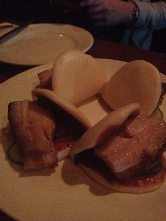 Momofuku Ssam Bar: Steamed pork buns