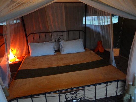 Ang'ata Migration Ndutu Camp: bequemes Doppelbett