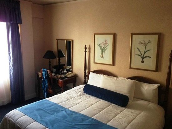 Menger Hotel: King Room