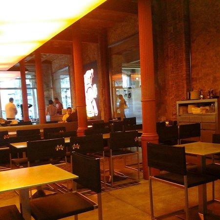 Fàbrica Moritz Barcelona: Ambiente legal e descolado