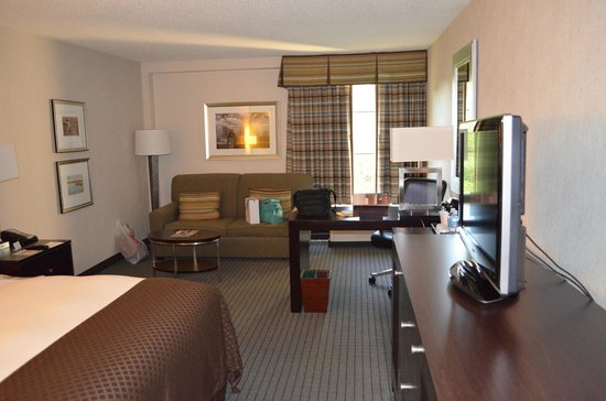 parkplatz picture of doubletree by hilton hotel. Black Bedroom Furniture Sets. Home Design Ideas