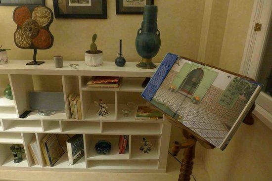 Albarnous Maison d'Hotes: Living area close-up