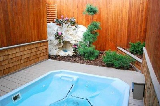Isle Royale Picture Of Oasis Hot Tub Gardens Ann Arbor Tripadvisor