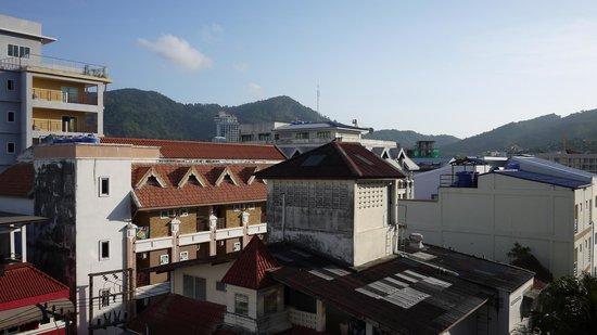 Patong Heritage : Вид из окна — на крыши