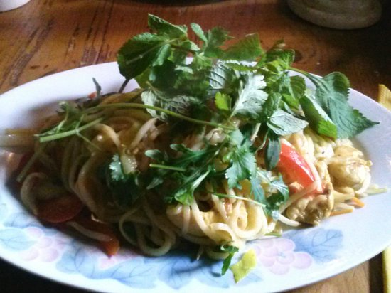 Maly Buddha: Thai style noodles with chicken--delicious!