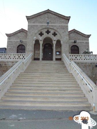 The Annabelle: церковь в городе