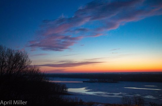 Squirrel's Nest Bed & Breakfast, LLC: Sunrise over the Mississippi River
