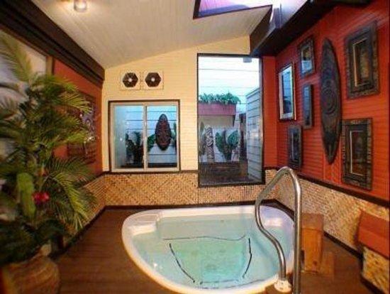 Oasis Hot Tub Gardens : Indoor Atrium