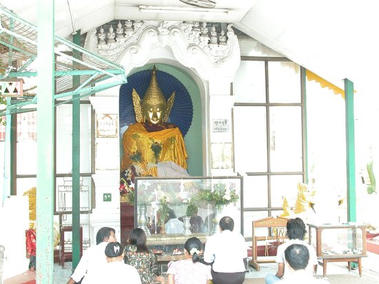 Gold buddha statue at Shwedagon Pagoda