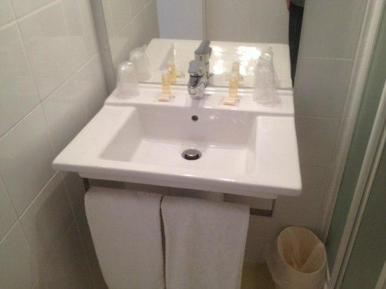 Hôtel Du Soleil Bleu : salle de bain