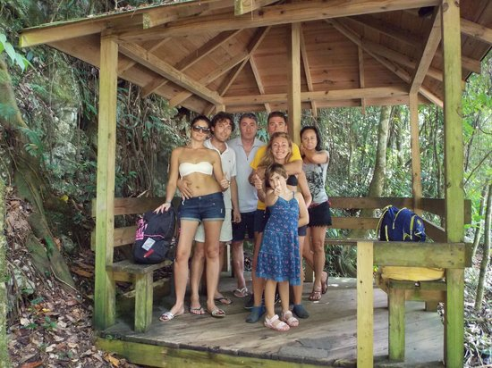 Everald's Jamaica Private Day Tours: gruppo Italians al completo!