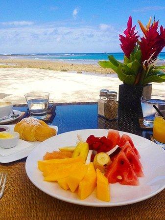 Eratap Beach Resort : Breakfast on the Beach