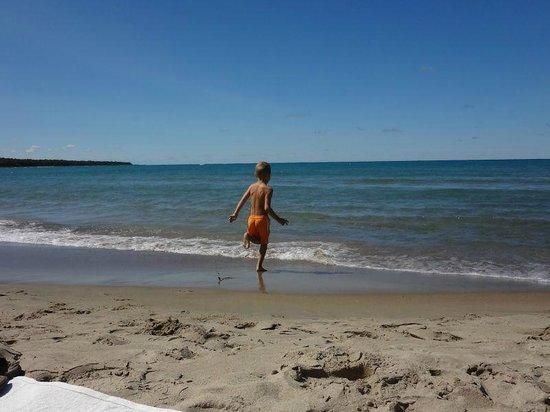 Inverhuron Provincial Park: Beach near main parking lot