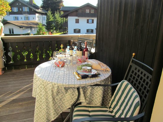 Hotel Edelweiss: Our dinner on the patio
