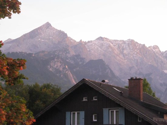Hotel Edelweiss: Mountains at sunset