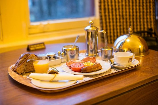Kirklee Hotel: Breakfast brought to my room
