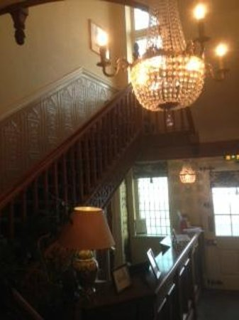 Monsal Head Hotel: Staircase in reception area