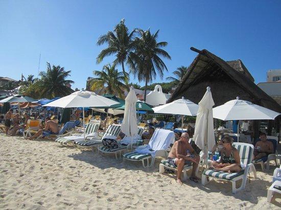 Playa Maya: Beach lounge