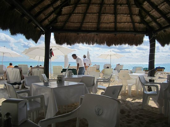 Playa Maya: Dining on the beach