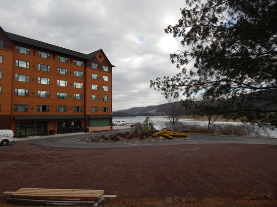 Rocky Gap Casino Resort: another view of resort with lake behind it