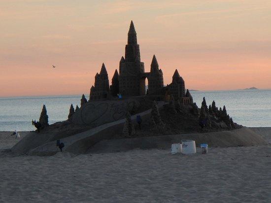 Hotel del Coronado: SD Sand Castle Man's art