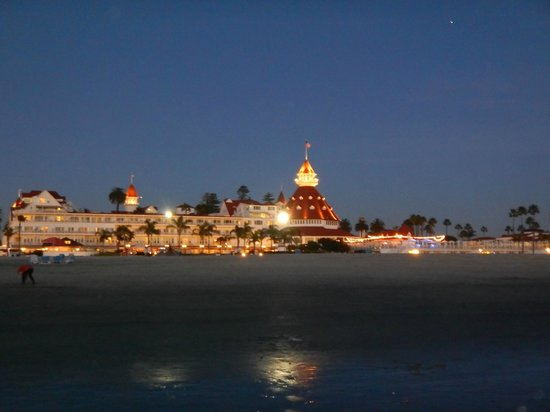 Hotel del Coronado : Hotel at night