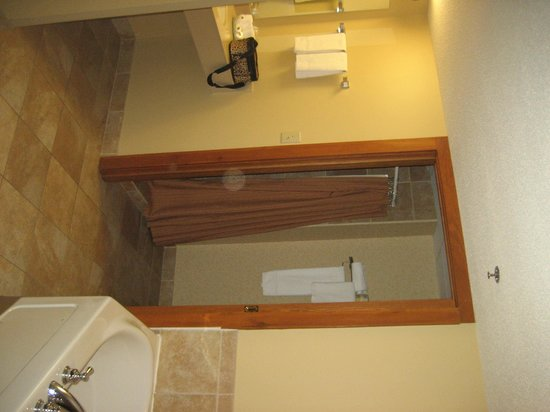 Grand Portage Lodge and Casino: Shower