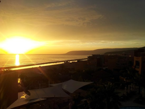 Paradis Plage Surf Yoga & Spa Resort : couche de soleil chambre