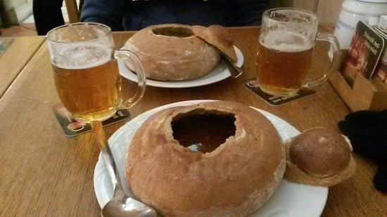 Staromestska Restaurant : zuppe nel pane