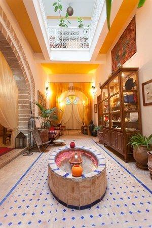 Riad Al Zahia: entry riad