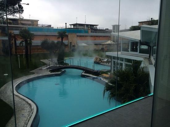Panoramic Hotel Plaza: Cristalia vista su piscina esterna calda