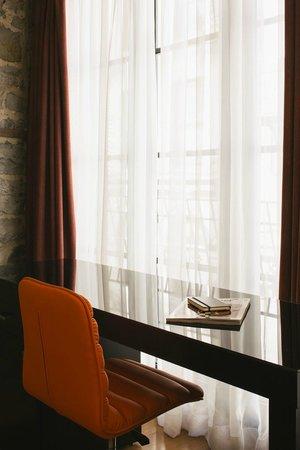 Le Petit Hotel: Large room
