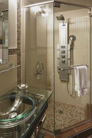 Le Petit Hotel: Bathroom
