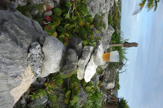 Grand Sirenis Riviera Maya Resort & Spa : finishing touch for a rock tower