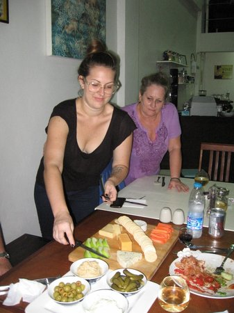 Cafe Siam Guesthouse: Cheryle and daughter Dana make sure you have a super stay !