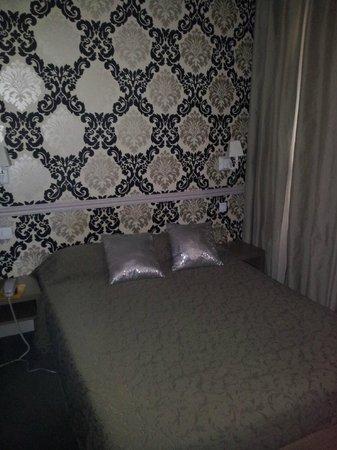 Hotel de la Cité Rougemont : chambre petite mais coquette