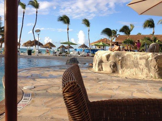 Holiday Inn Resort Aruba - Beach Resort & Casino : temporary patio bar set up/view of pool