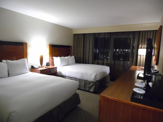Hilton New York JFK: quarto amplo