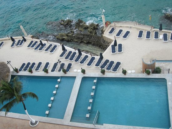 Coral Princess Golf & Dive Resort: Pool Deck